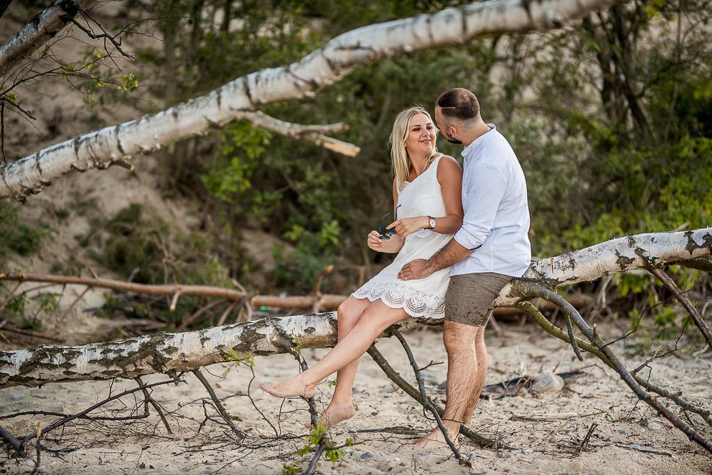 fotograf ślubny na sesję na plazy zakochani