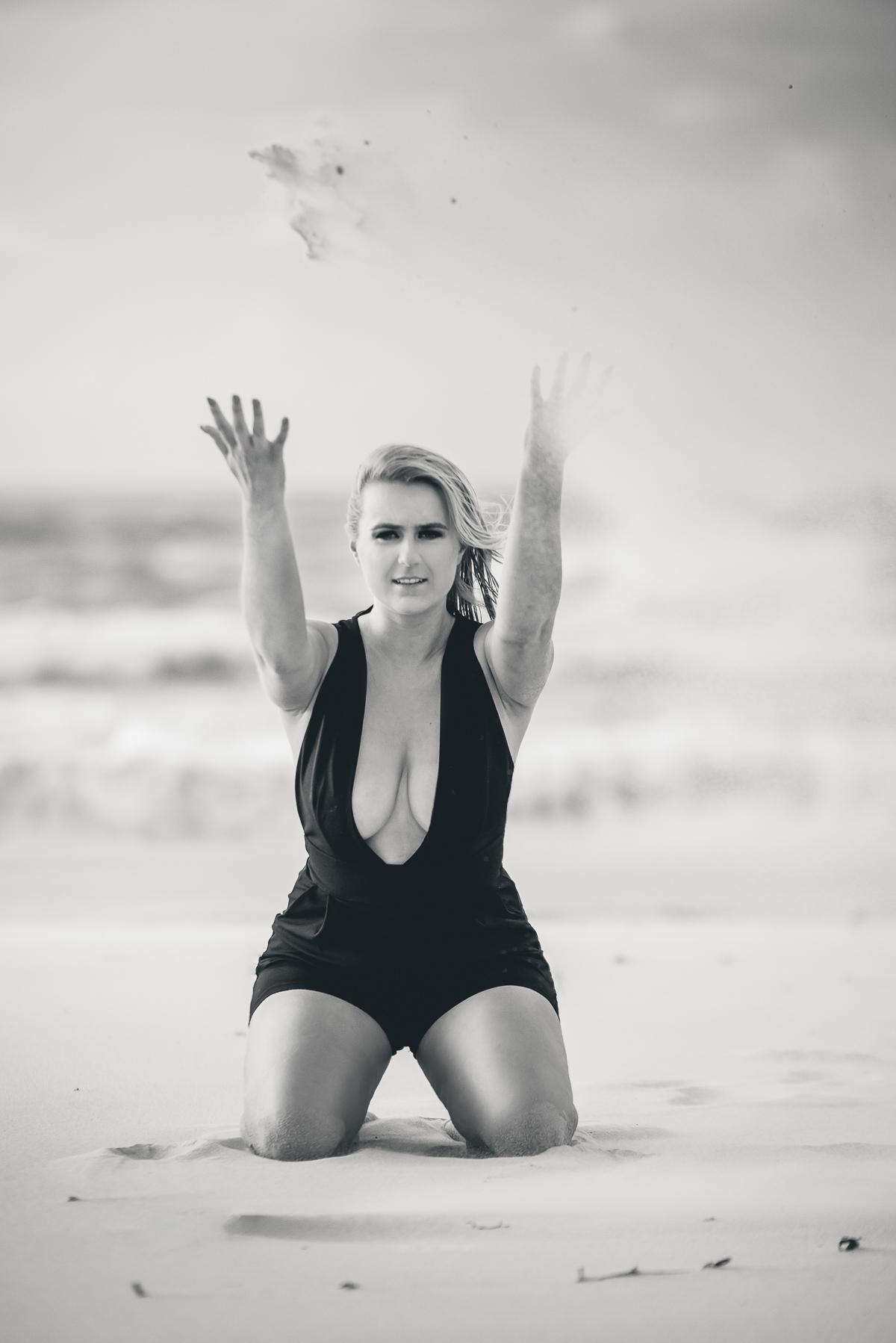 zdjecia kobieta na plaży