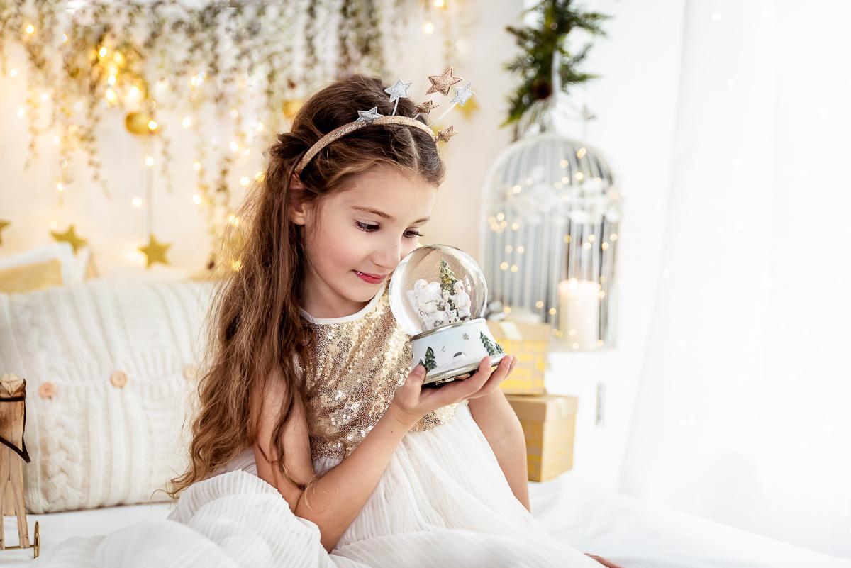 magiczne zdjęcie dziewczynki kula z pyłkiem