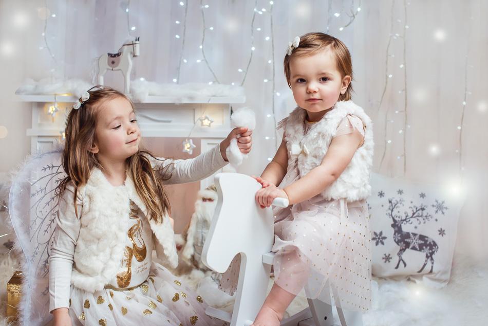 mini sesja świąteczna dziecko na koniku Gdańsk