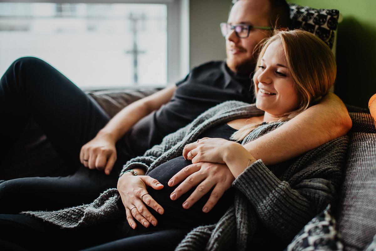 naturalne zdjęcia ciążowe bez pozowania