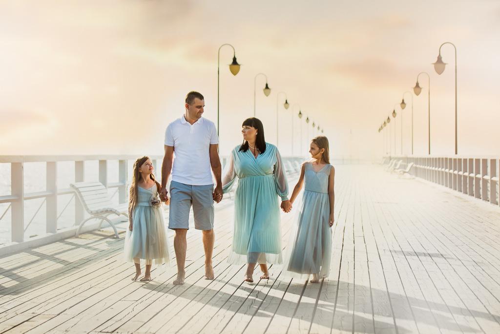 Sesja rodzinna na molo w Orłowie pastelowe sukienki
