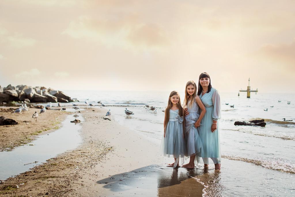 mama i córki zdjęcie przy klifie w Orłowie