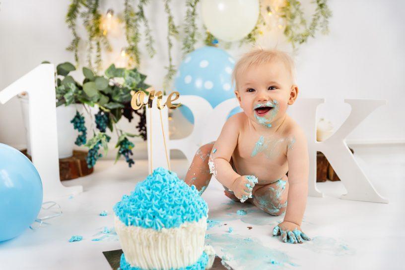 Sesja urodzinowa cake smash dla roczniaka, studio Reda
