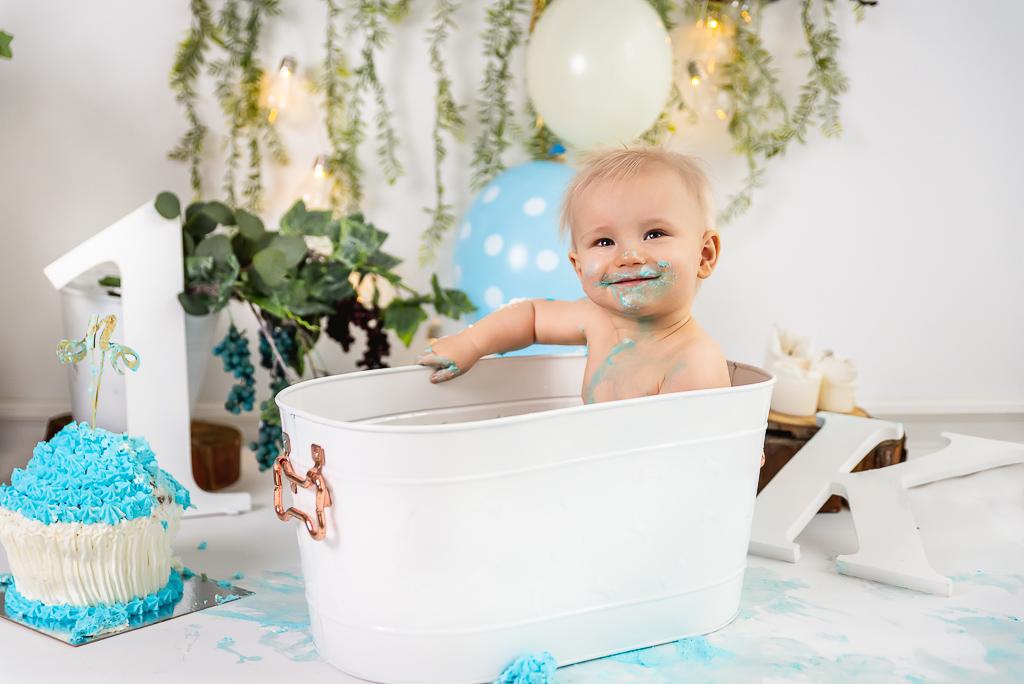 sesja cake smash Trójmiasto niebieskie dodatki dla chłopca do sesji balony napis rok