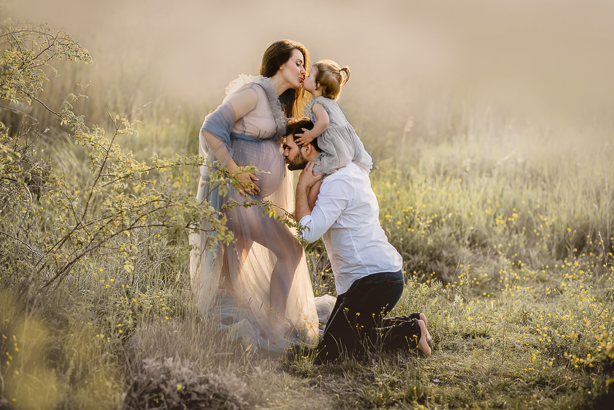 fotograf ciążowy zdjecia na łące