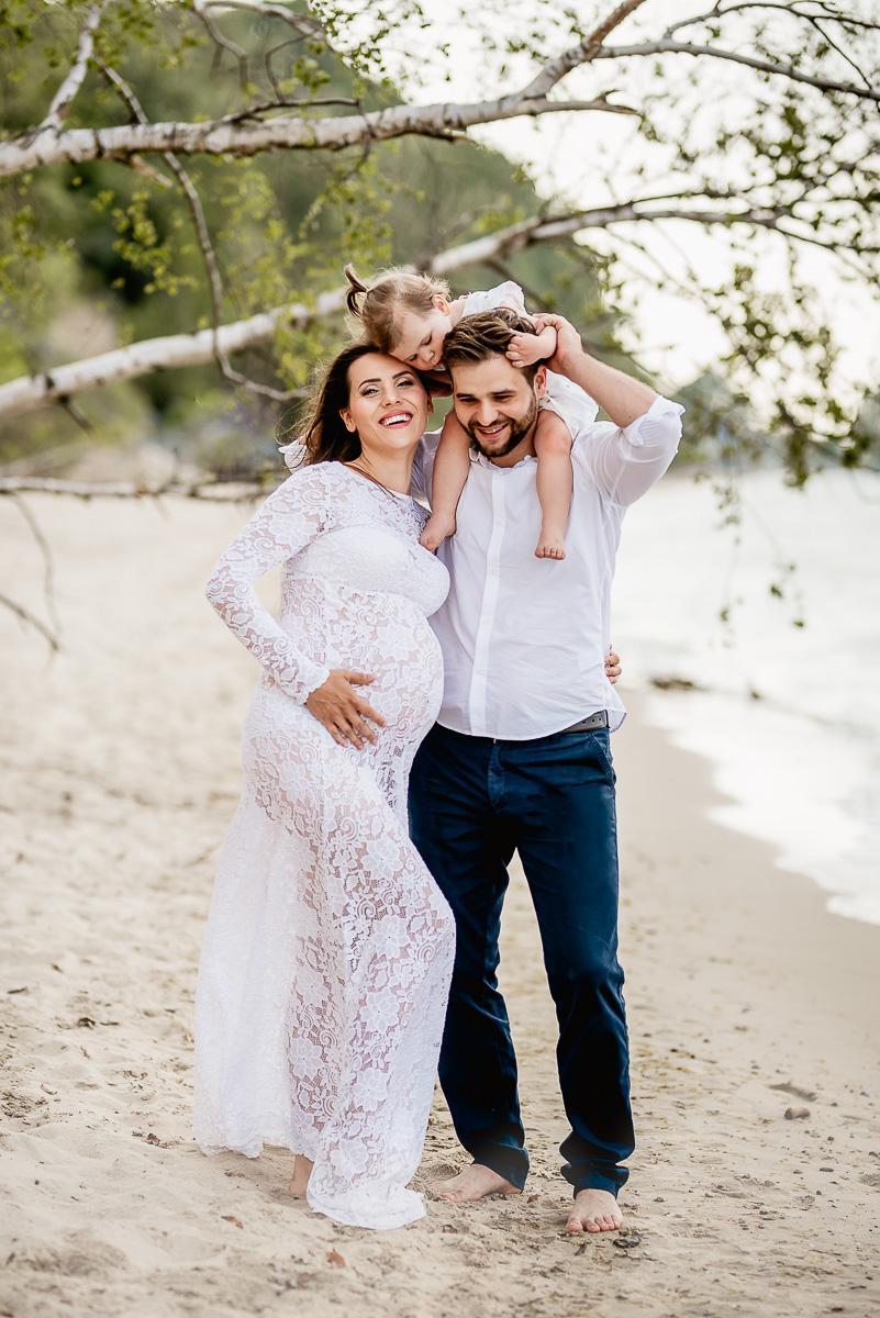 Sesja ciążowa i rodzinna Trójmiasto na plazy w Gdyni