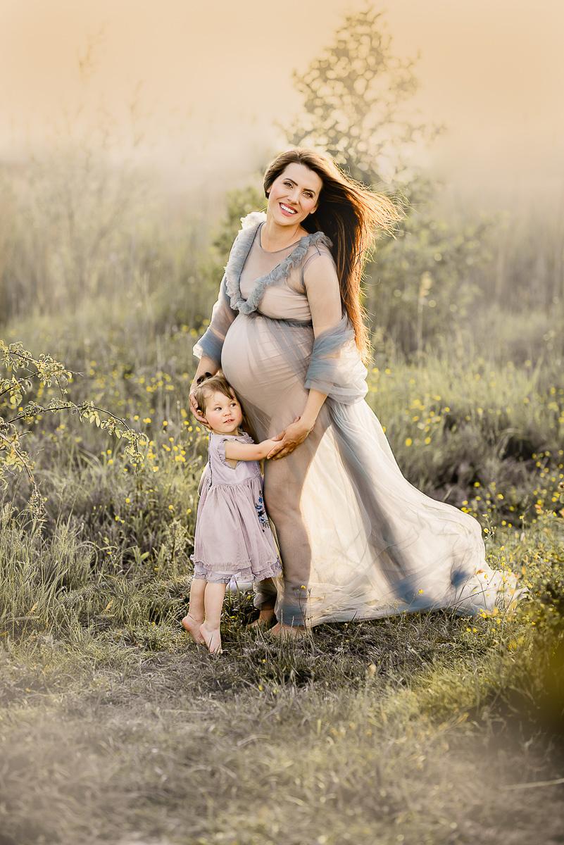 najlepszy fotograf w Trójmieście zdjęcia ciążowe na łące