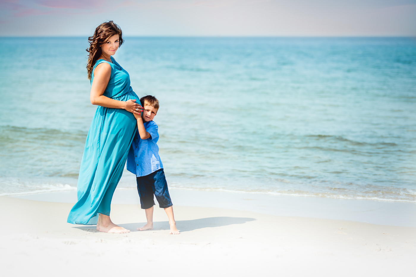 Zdjęcie mamy z synkiem nad morzem