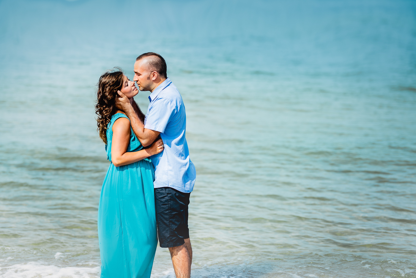 romantyczne zdjęcie zakochanych na plaży