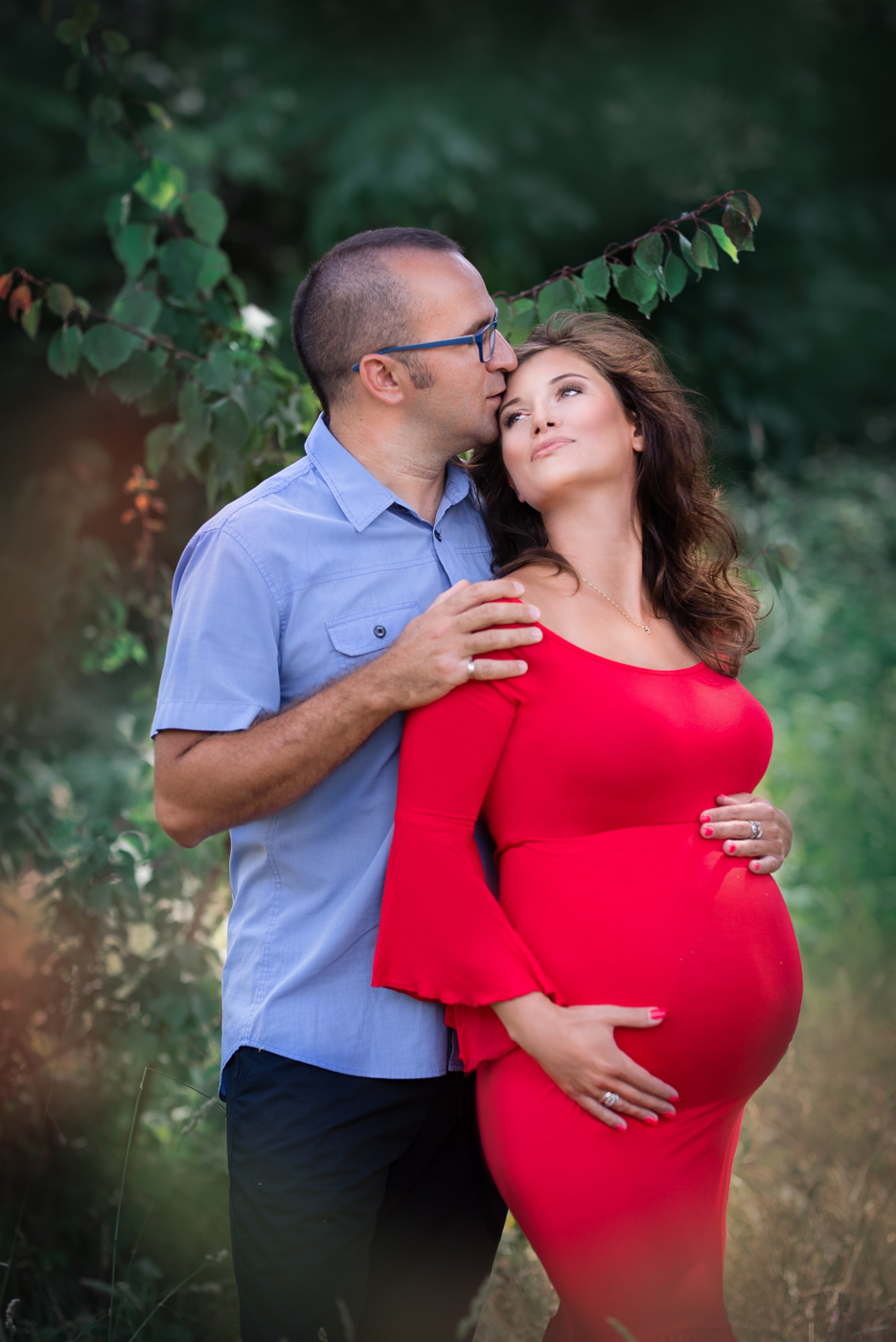 zakochana para sesja zdjęciowa ciążowa nad morzem i w lesie