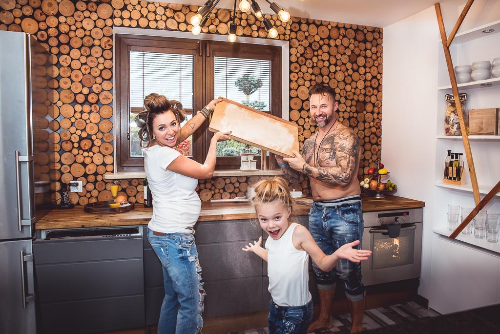 szalona sesja fotograficzna wspólny czas razem design drewno kuchnia