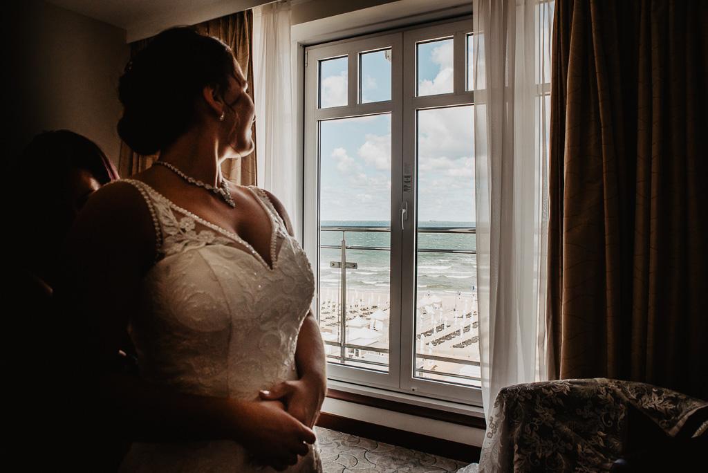 przygotowania slubne widok na morze fotograf ślubny