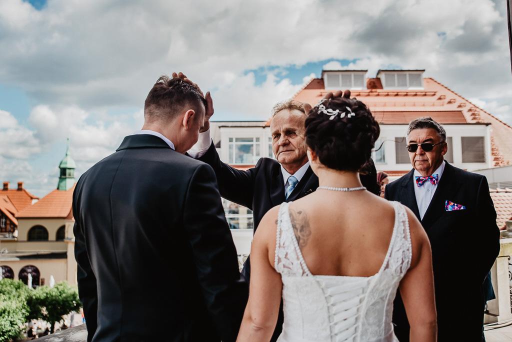 błogosławieństwo rodziców przed ślubem pary młodej Trójmiasto fotografia