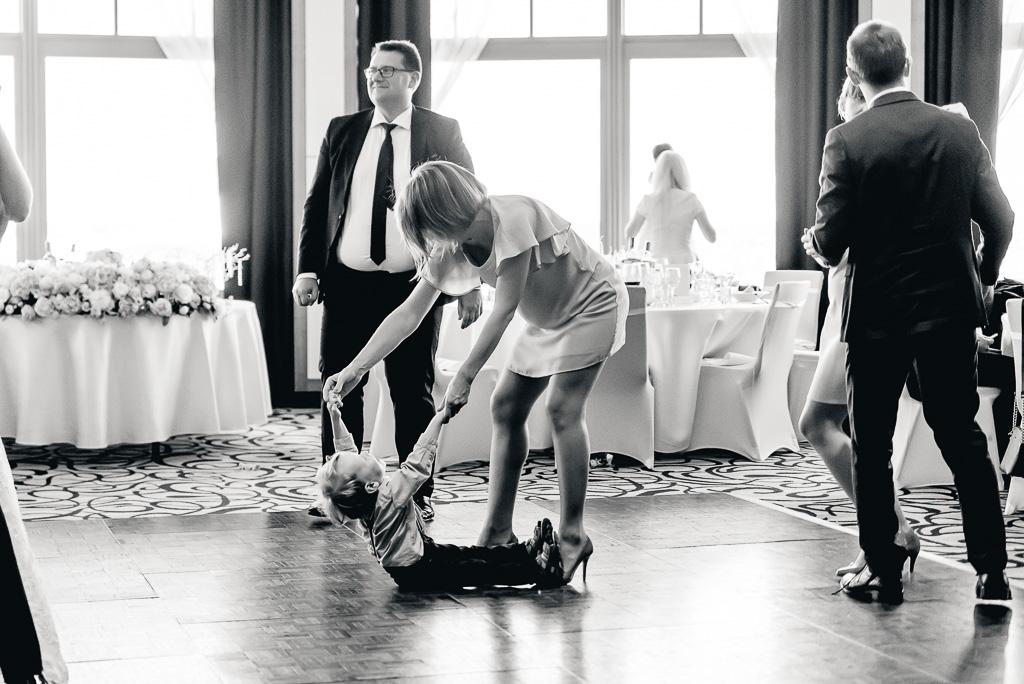 dzieci na weselu co robić zapraszać czy nie