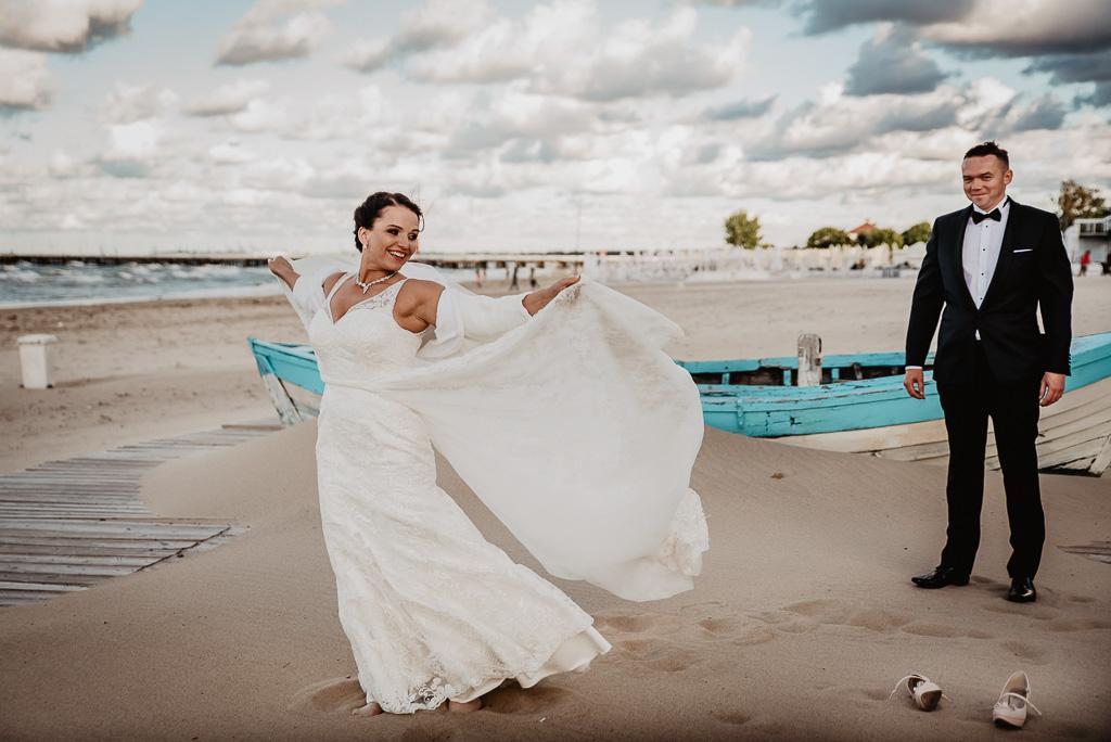 ślubna sesja plenerowa w Sopocie na molo fotograf