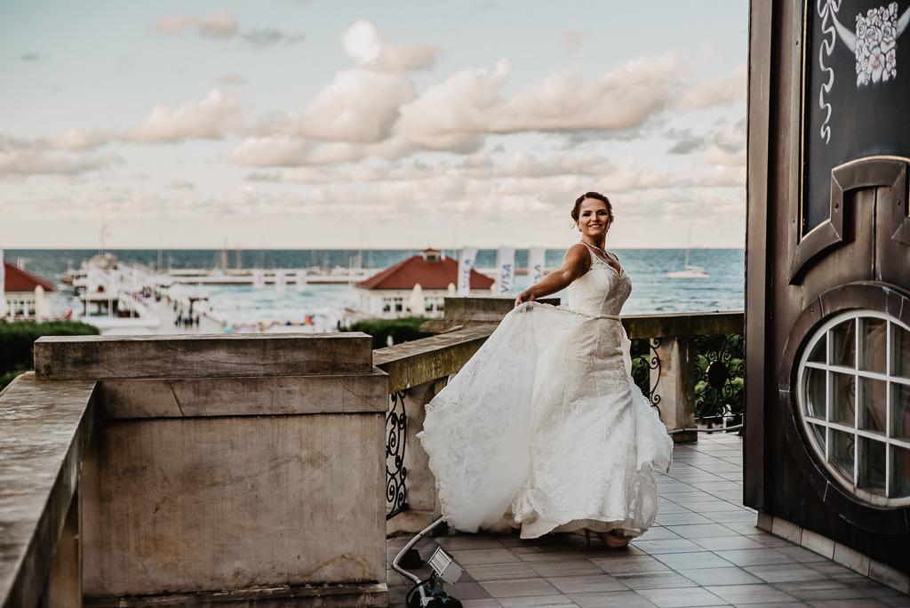 ślubna sesja plenerowa w Sopocie hotel sheraton sopot fotograf