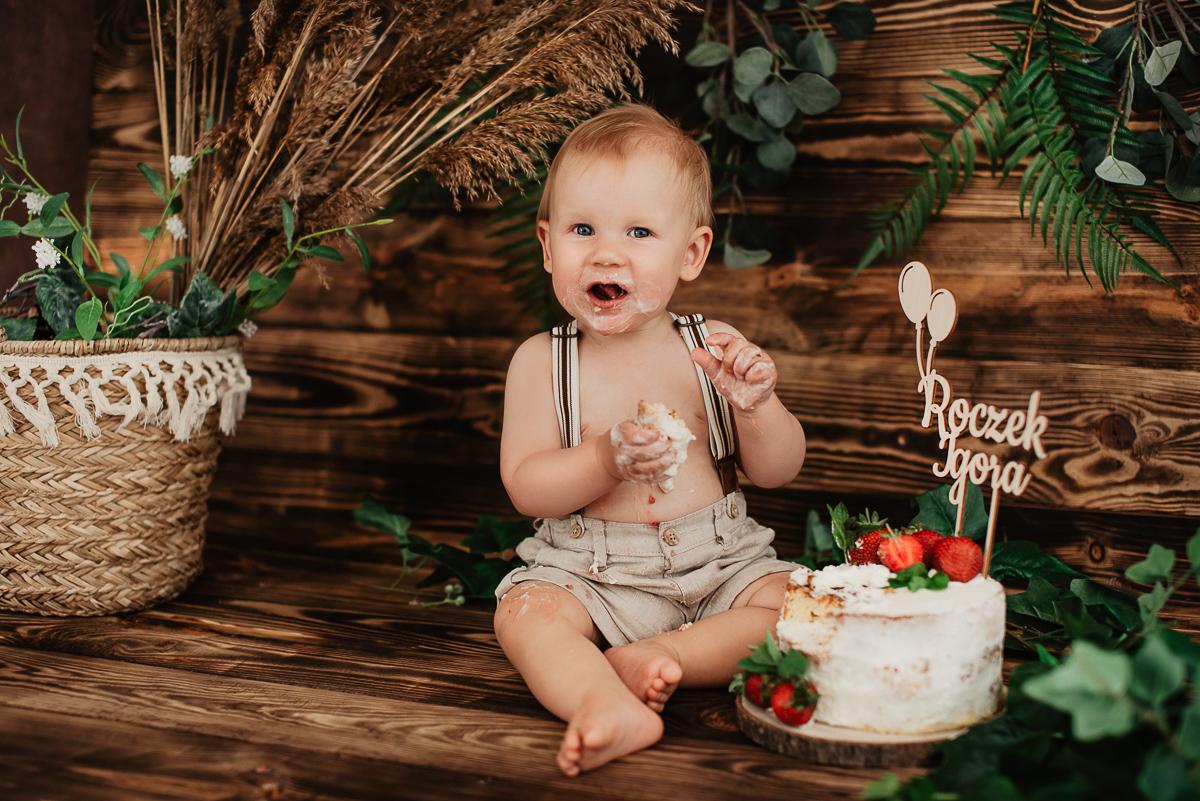 sesja zdjęciowa dziecka z tortem studio Reda