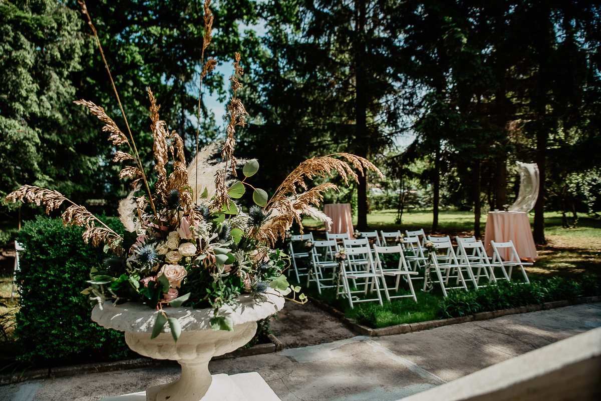 ozdoby kwiatowe ślub w ogrodzie Gdańsk
