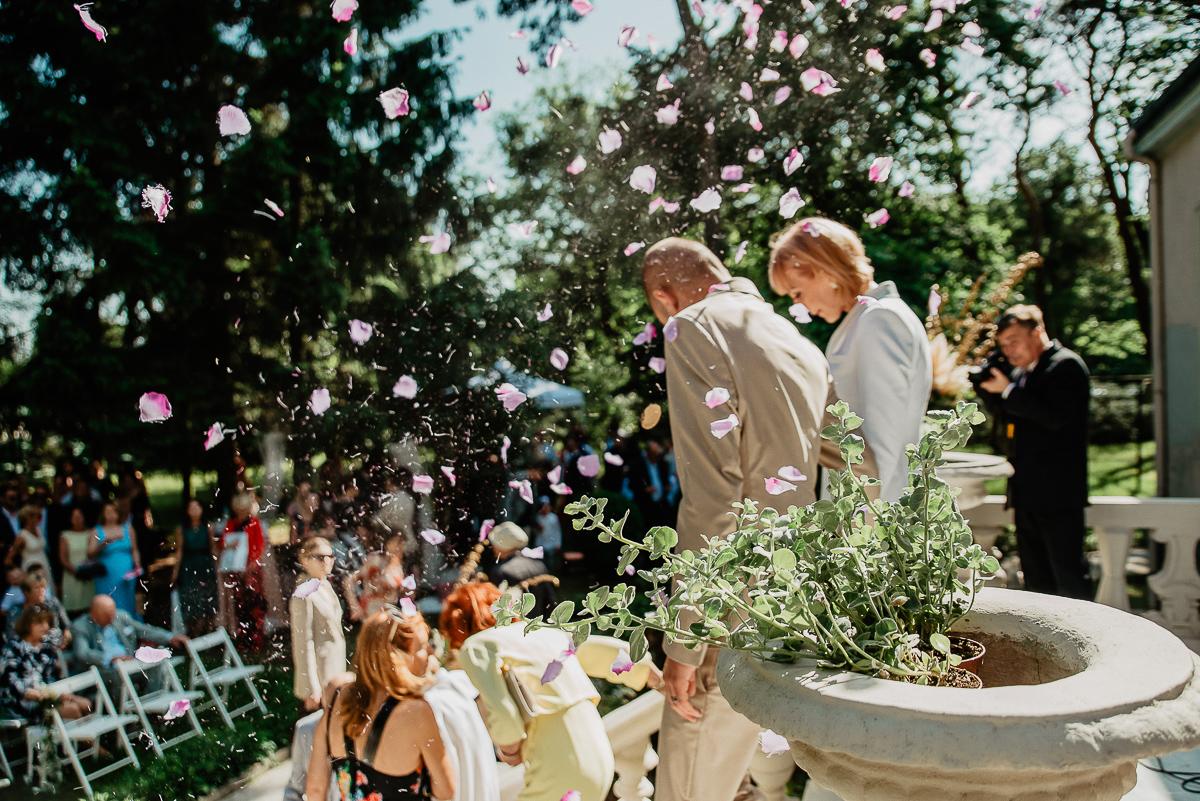 armatki kwiatowe wybuchają ślub cywilny