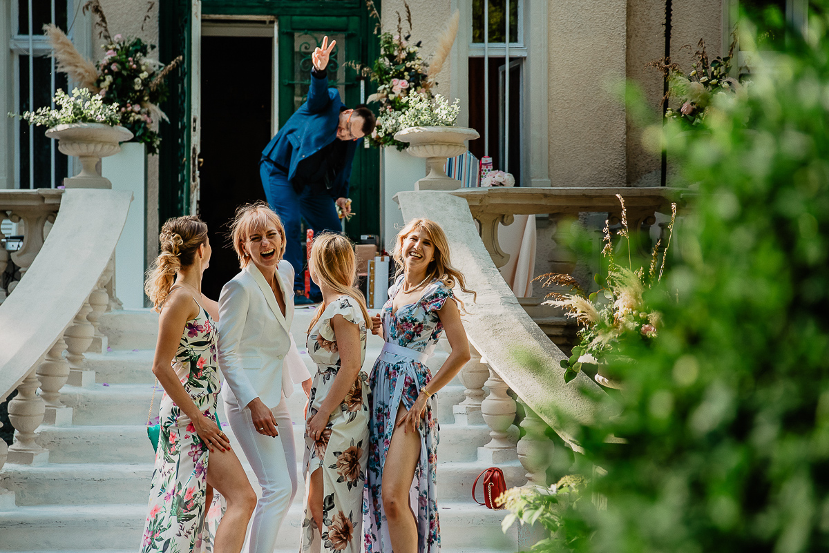 zdjęcia z druhnami ślub w ogrodzie