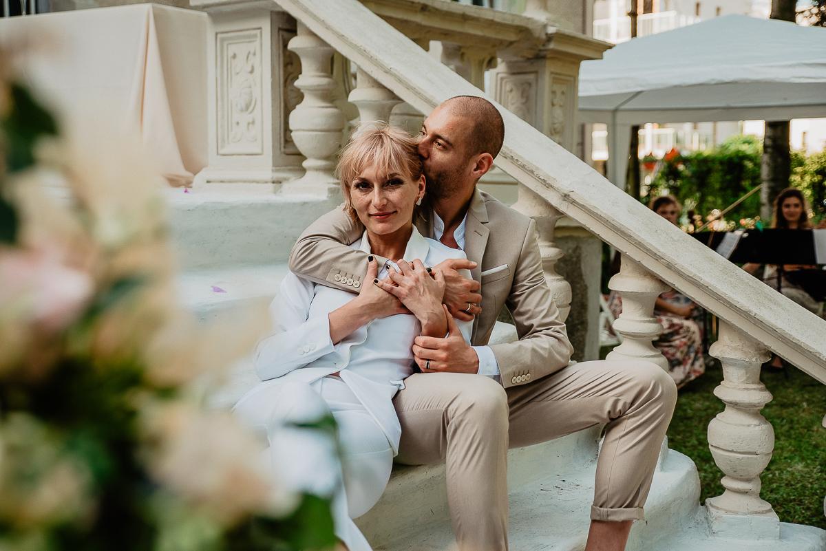 zdjęcia ślubne plener podczas reportażu