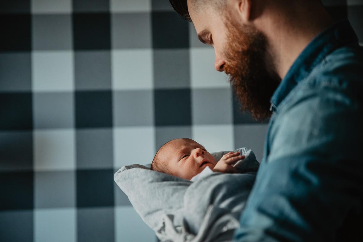 pierwsze chwile dziecka noworodka w domu