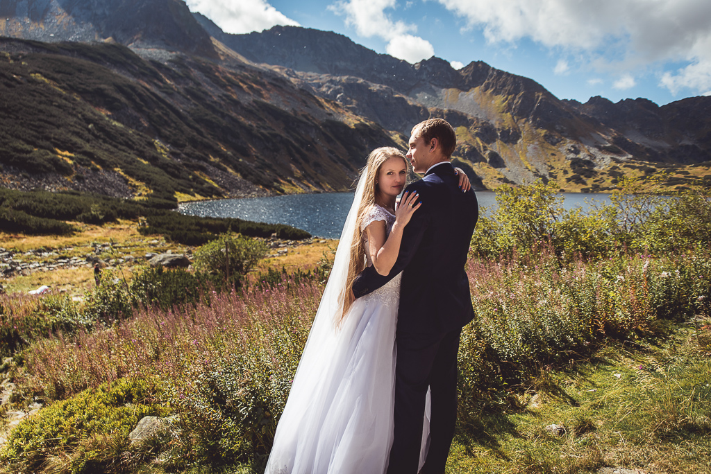 Sesja zdjęciowa młodej pary w górach