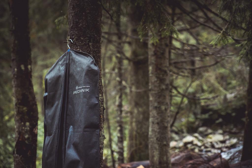 przygotowania do sesji w górach na szlaku Tatrzański Park Narodowy fotografia ślubna Ochnik