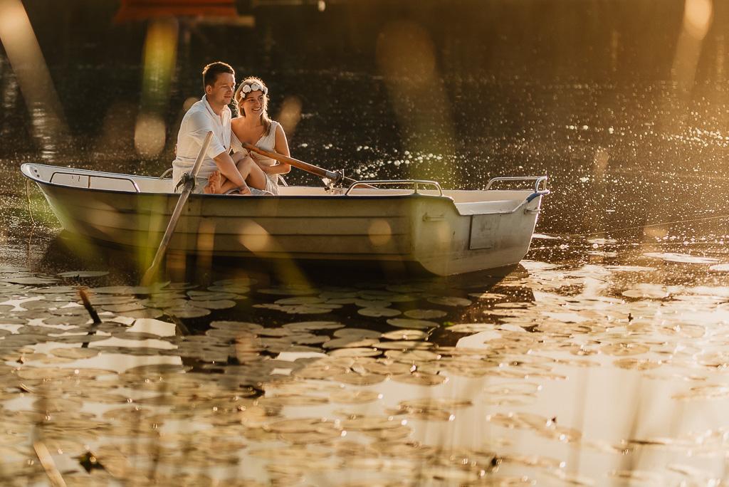 sesja na łódce dla zakochanych Jezioro Mazury